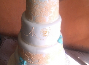 4 Layers Wedding Cake with Ruffles on top